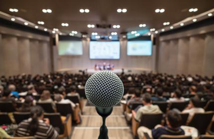 Micro devant un auditoire - Prise de parole en public